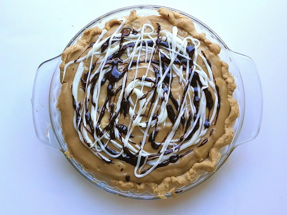 overhead image of a banana butterscotch cream pie