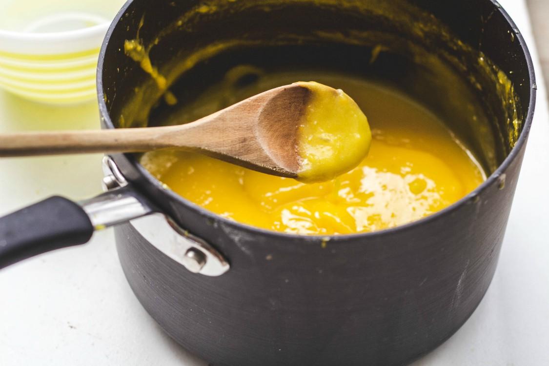 making lemon curd in saucepan