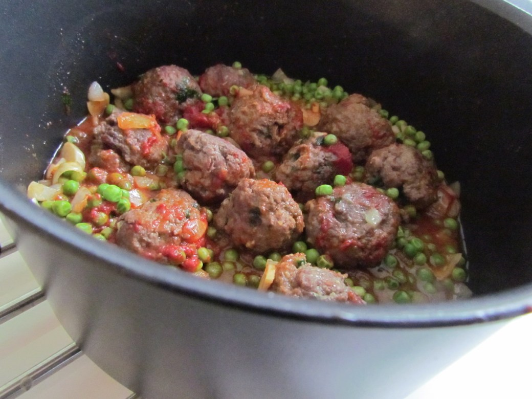 meat balls with tomato sauce and peas