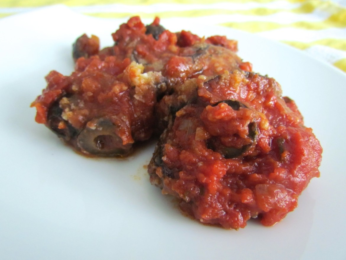 fried eggplants with tomatoes and olives