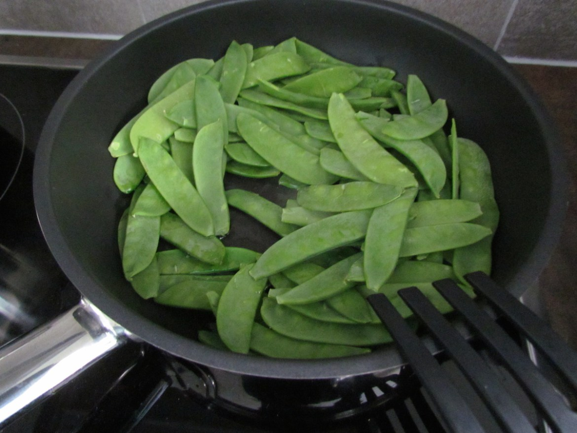 snow peas cooking
