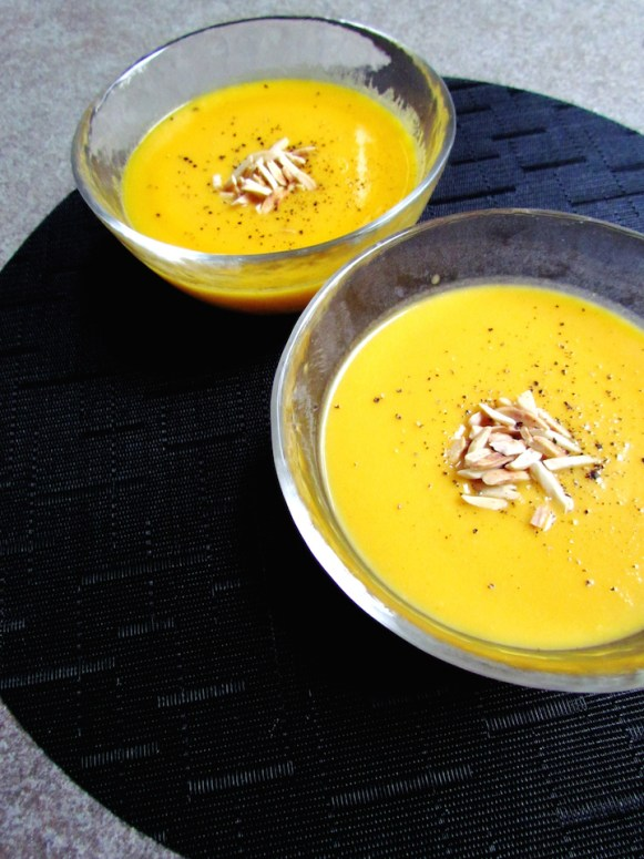 pumpkin coconut soup | www.savormania.com