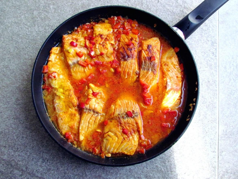 fillets de saumon à la sauce poivron rouge