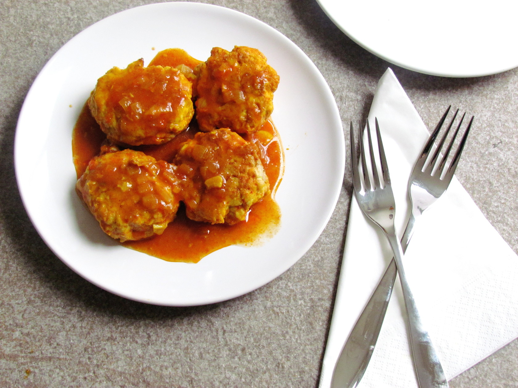 chicken patties with tomato sauce