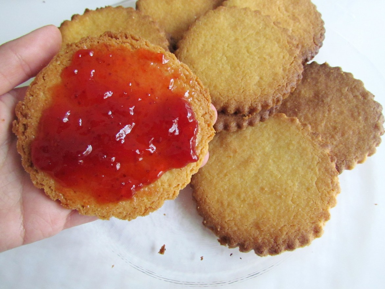 biscuits sandwich