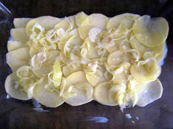 making potato gratin | www.savormania.com