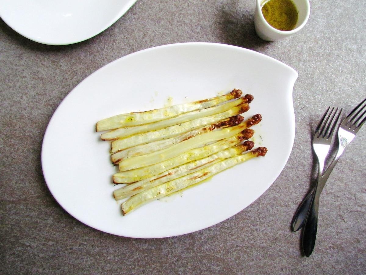 asperges rôties avec vinaigrette moutarde-aneth