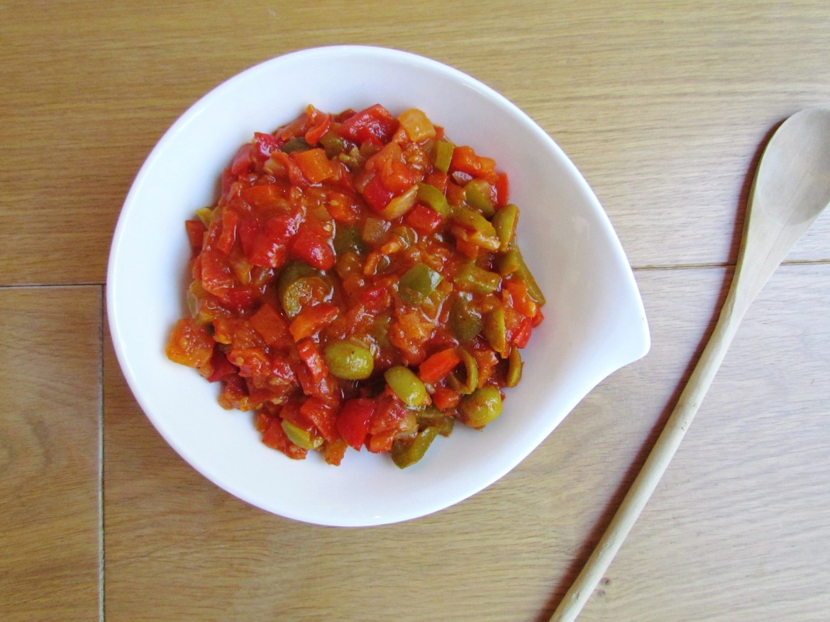 cooked bell pepper salad with green olives | www.savormania.com