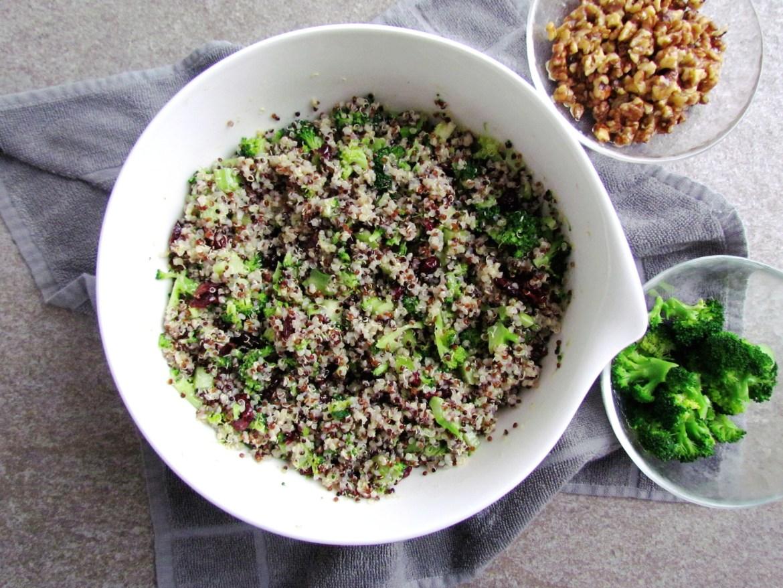 quinoa salad with caramelized walnuts and cranberries | www.savormania.com