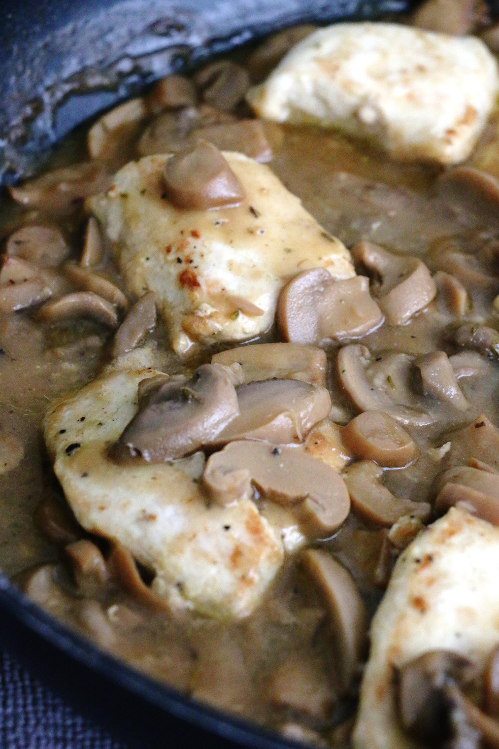 chicken breasts with mushroom sauce | www.savormania.com