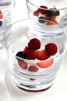 mixed berries and cream verrines | www.savormania.com