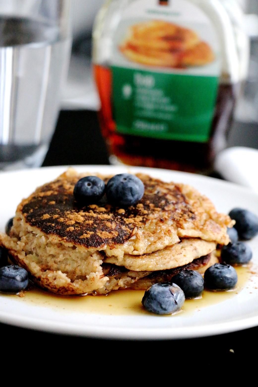 gluten-free banana cinnamon pancakes | www.savormania.com