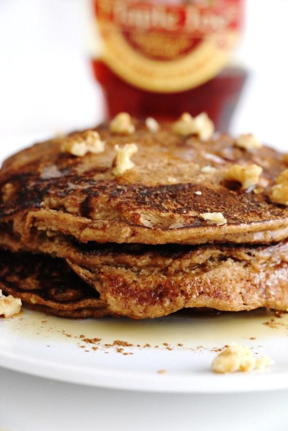 healthy apple oat pancakes | www.savormania.com