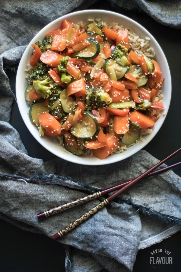 Orange Vegetable Stir Fry: a quick and easy vegetarian recipe that's low carb and bursting with healthy vitamins and lots of color. This 45 minute dinner idea is just what you need to serve for dinner tonight! | www.savortheflavour.com #cleaneating #healthy #stirfry #veggies #vegetarian #lowcarb #easy #45minute #dinnerrecipe