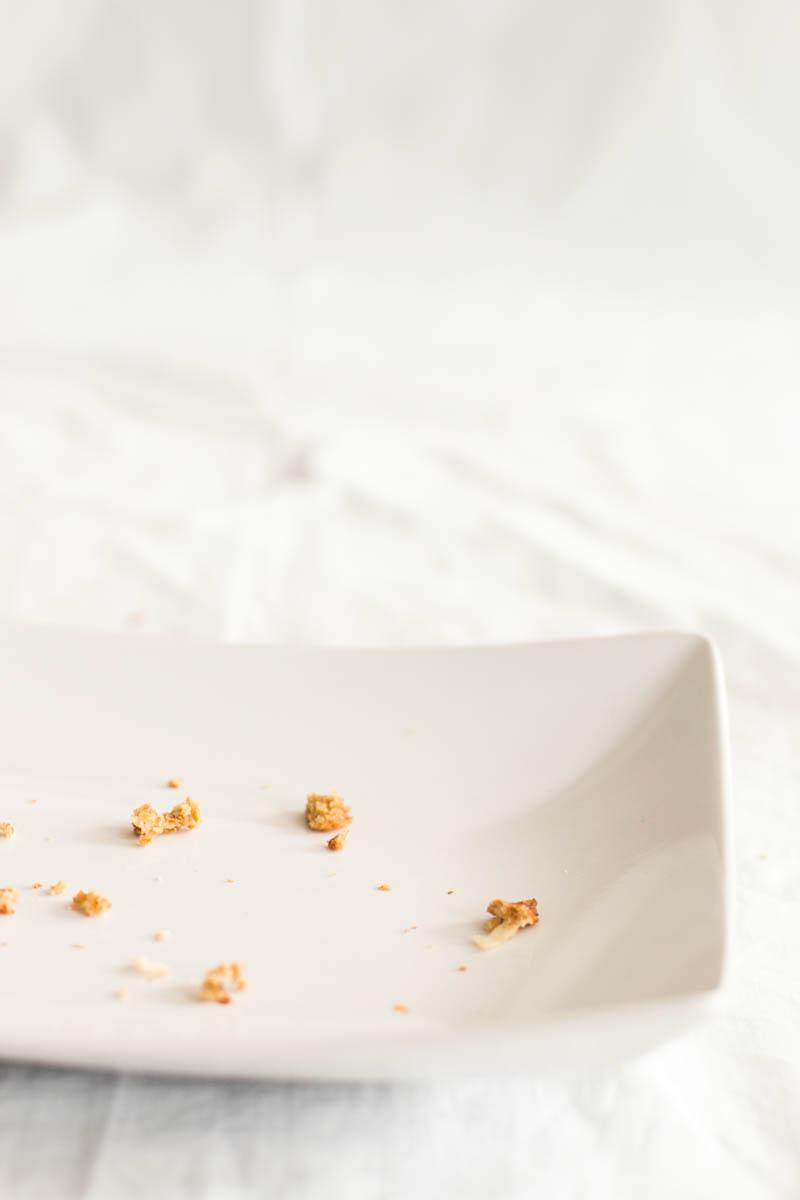 Healthy Pina Colada Oatmeal Cookies | savorynothings.com
