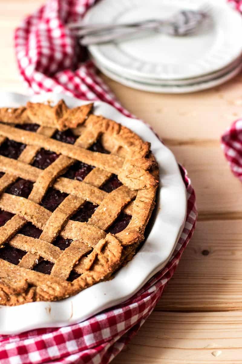 Vegan Cherry Pie {healthy & under 250 calories!} | savorynothings.com