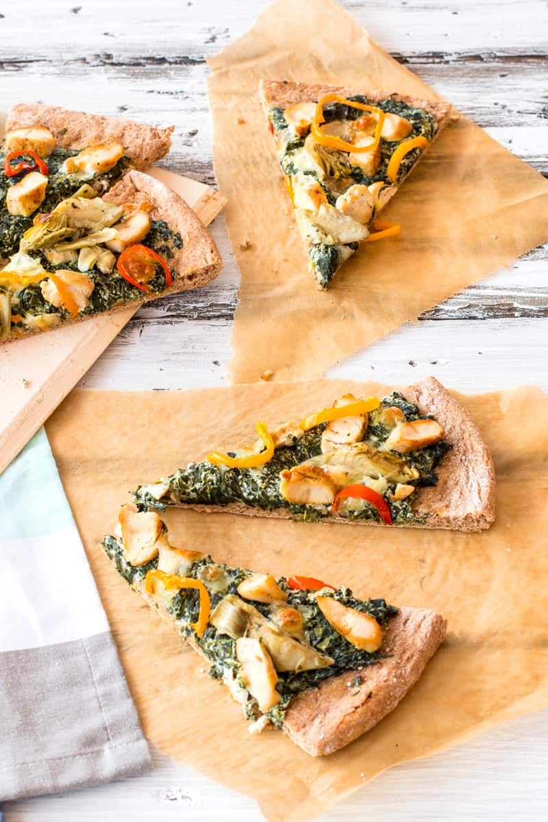 Healthy Spinach Artichoke Chicken Pizza {yummy and just 150 calories per slice!} | savorynothings.com