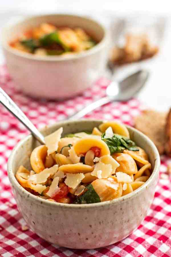 Easy Pasta e Fagioli - Make this no-fuss dinner in one pot for a delicious vegetarian meal! #vegetarian #dinner #pasta #onepot | savorynothings.com