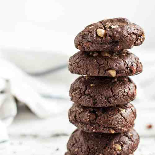 Love Nutella? Then these Double Chocolate Cookies with Hazelnuts are the perfect recipe for you! Full of rich dark chocolate and crunchy hazelnuts, this is the best homemade treat ever. And don't worry: They're totally easy to make!