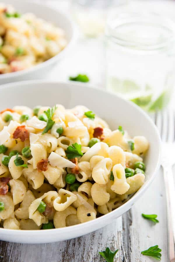 This One Pot Pea and Bacon Pasta recipe is super quick and easy to put together - even the pasta gets cooked right in the creamy sauce!