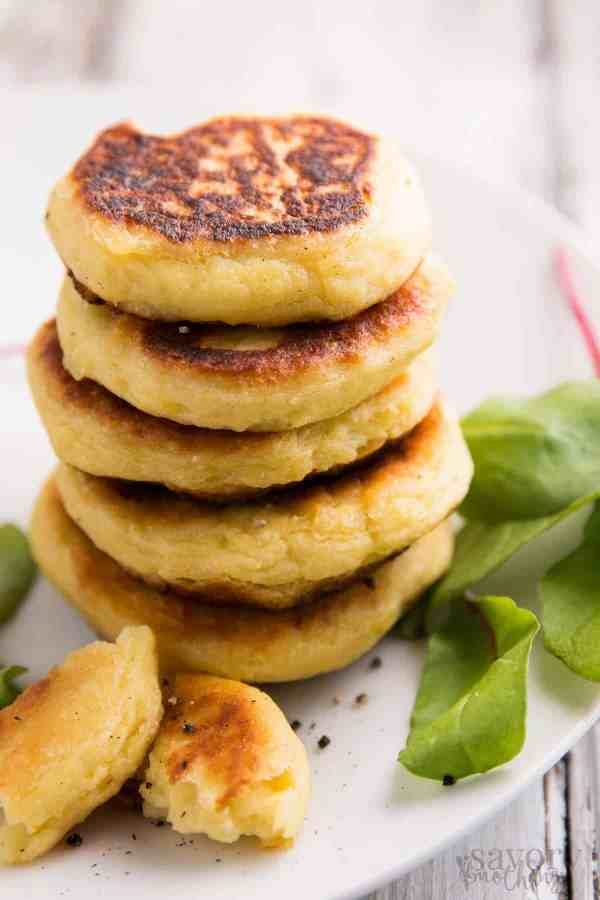 Use your leftover mashed potatoes in this Leftover Mashed Potato Cakes recipe! They go from fridge to table in 15 minutes and make for a super-speedy meal! | savorynothings.com