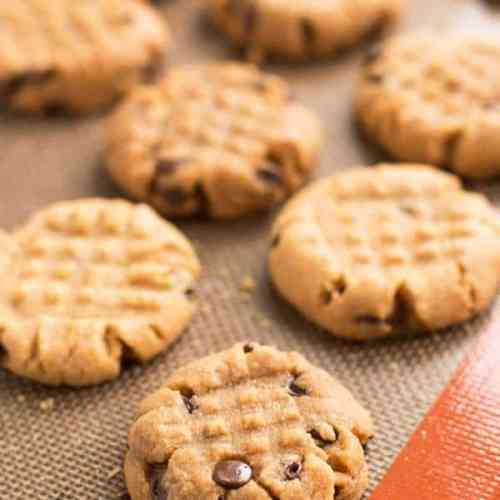 These 4 ingredient peanut butter cookies are a quick and easy way to enjoy homemade cookies! Just mix, shape and bake - no chilling required!