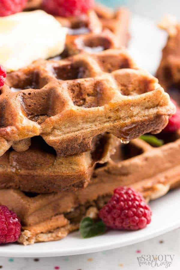This is definitely one of our favorite healthy breakfast recipes! Easy banana oatmeal waffles without refined sugar and way less fat than normal!