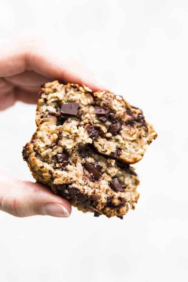 Chunky Monkey Baked Oatmeal Cups are full of whole grain oats, dark chocolate chips and mashed banana. A healthy meal prep breakfast!