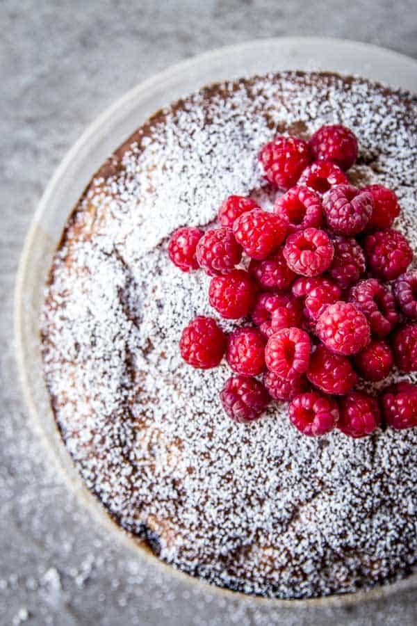 Yogurt raspberry cake is a summery and impressive cake to bake. Follow this simple cake recipe.