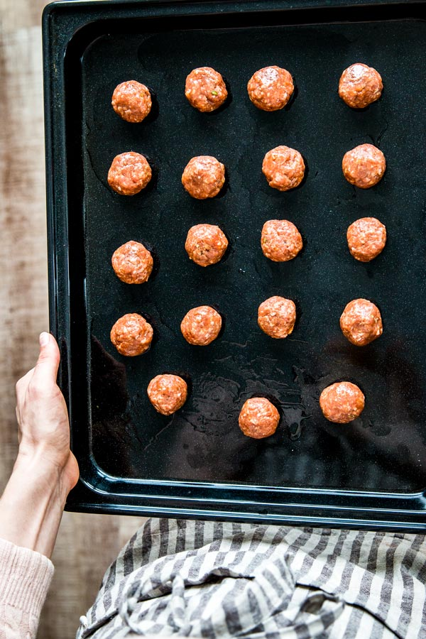How to make oven baked meatballs.