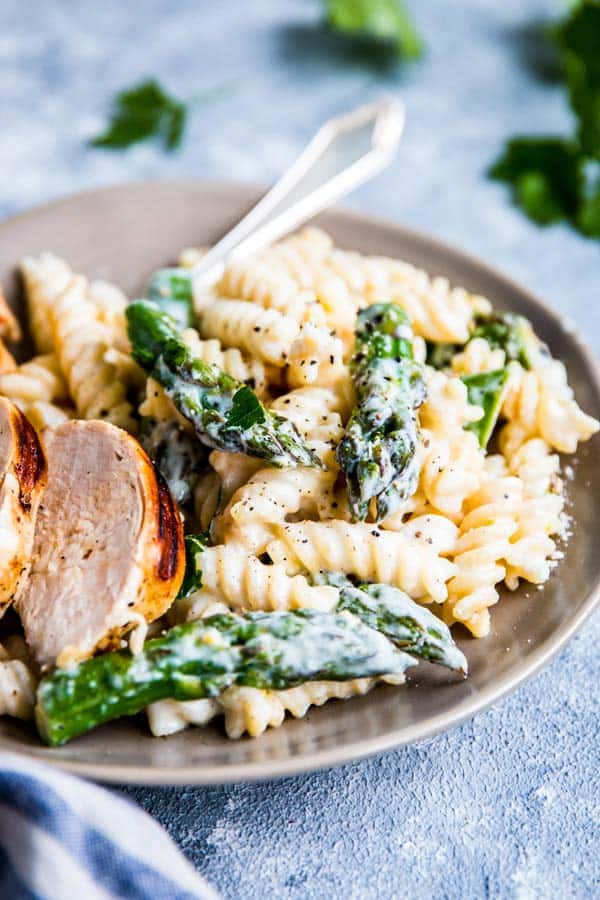 plate with chicken asparagus pasta