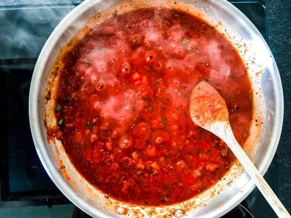 homemade tomato sauce for Italian meatballs