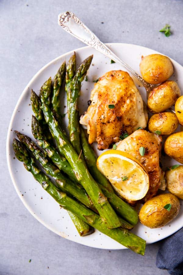 plate with chicken, potatoes and asparagus