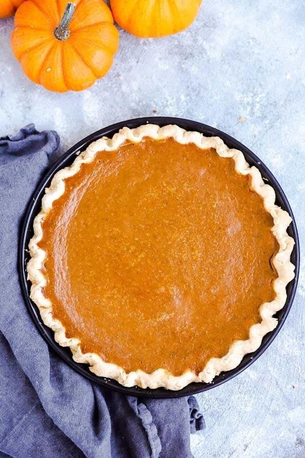 pumpkin pie in a black pie dish