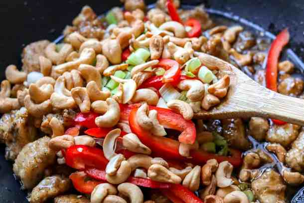 Easy cashew chicken recipe. Gluten-free. Ready in 20 minutes. Get the full recipe at www.savorythoughts.com | @Msavorythoughts