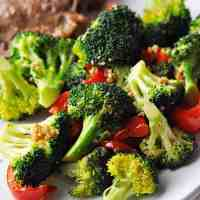 Sauteed Broccoli (Stir Fried Broccoli & Red Pepper)