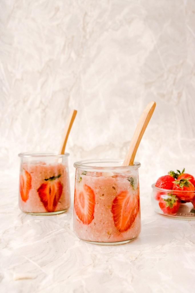 Petits pots de porridge à la fraise, facile et vegan
