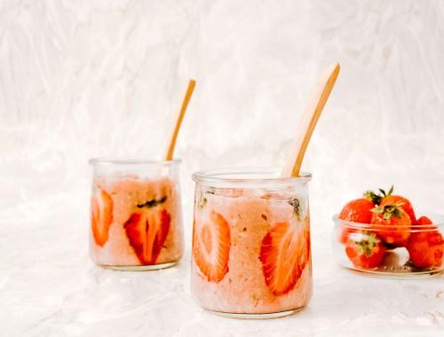 Recette pots de porridge à la fraise vegan