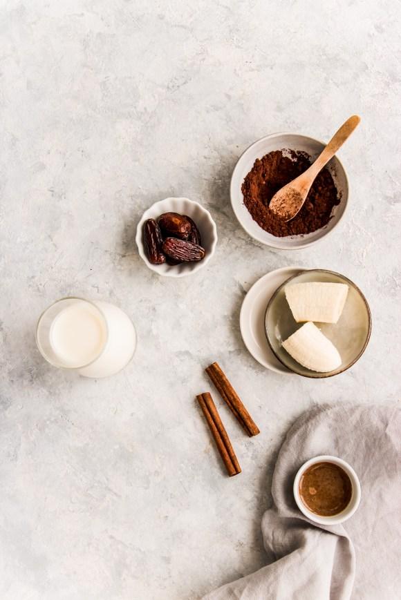 smoothie-automne-banane-cacao-amande-ingredients
