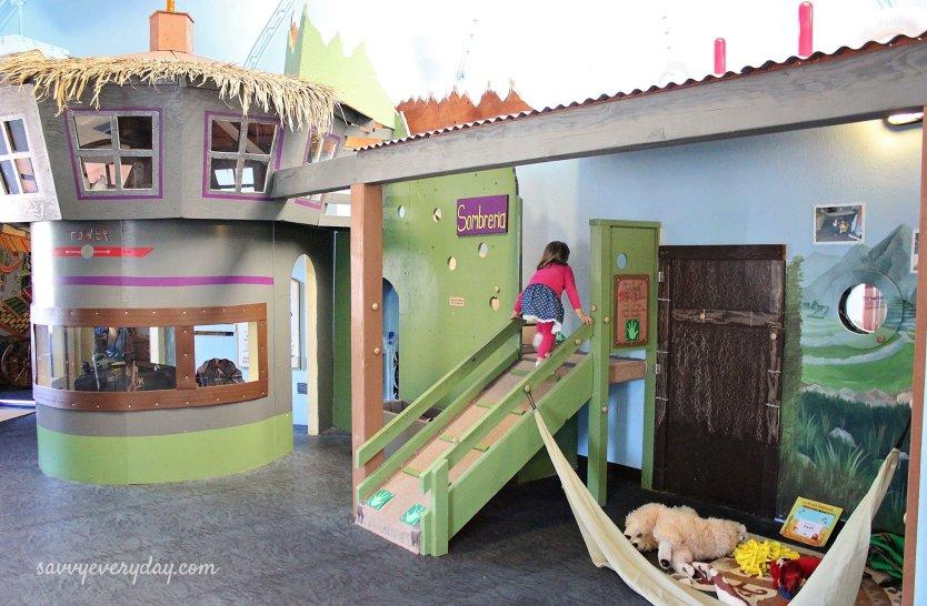 village hut_kidszone