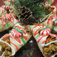 Homemade Horse Treats: Christmas Cannolis