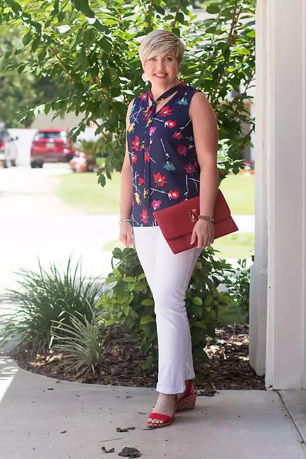 white jeans, red wedges, summer outfit, weekend style