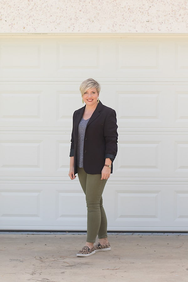 women's olive jeans outfit with black blazer