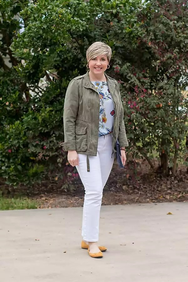 white jeans with utility jacket and colored flats spring outfit