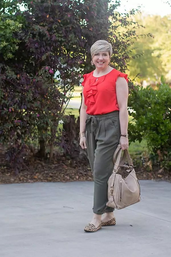 over 40 fashion blogger in paper bag waist pants