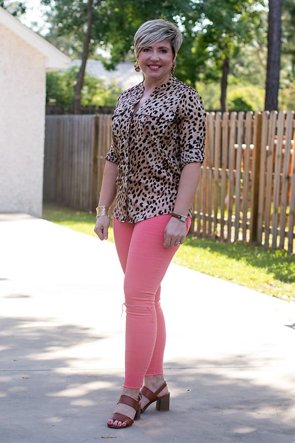 how to style coral jeans