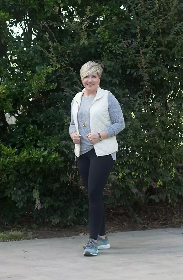 casual leggings outfit for women over 40