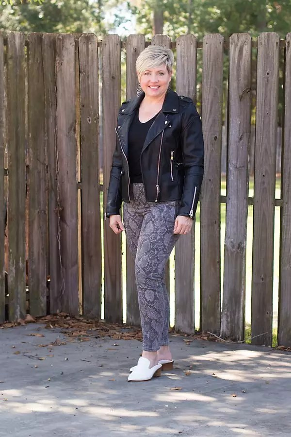 fall outfit with snakeskin jeans