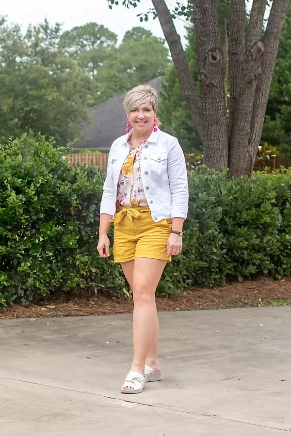 tie waist shorts outfit