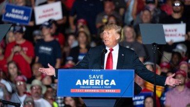 صورة عودة ترامب تثير الجدل بشأن نتائج انتخابات الرئاسة المقبلة في أمريكا